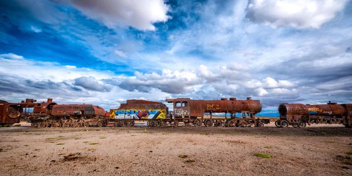 Покинута залізниця на соляному озері. Болівія. Автор фото: Antony Harrison.