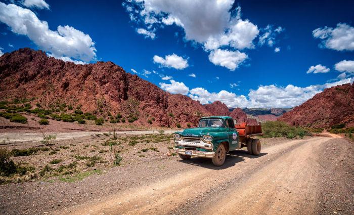 Дорога в Болівії. Автор фото: Antony Harrison.
