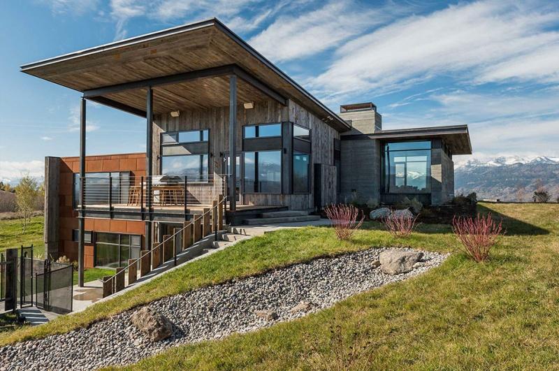 Крутий будинок у горах з каміном на свіжому повітрі в стилі еко (4)