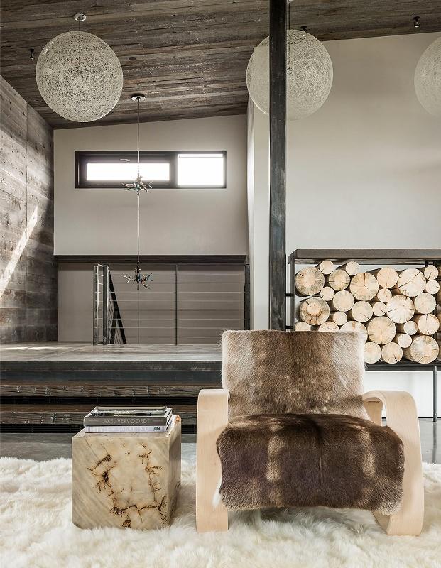 Крутий будинок у горах з каміном на свіжому повітрі в стилі еко (11)
