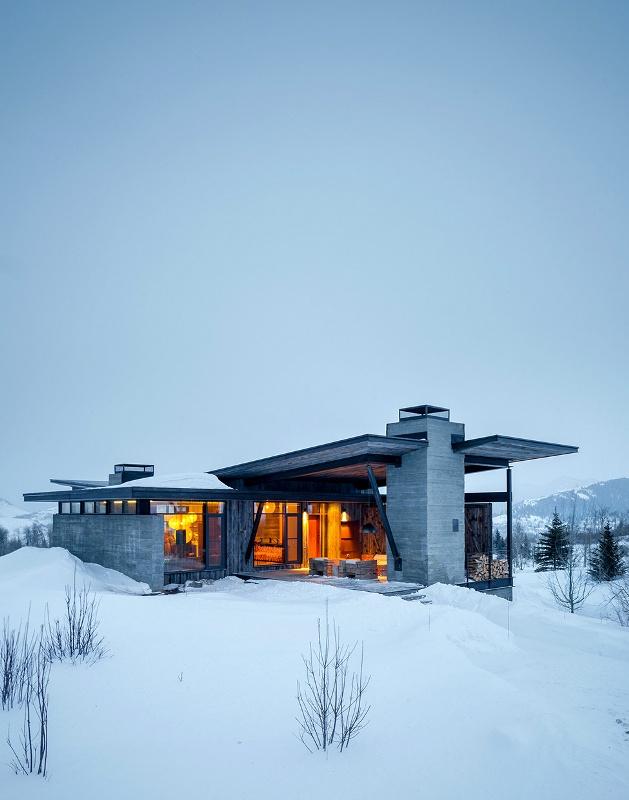 Крутий будинок у горах з каміном на свіжому повітрі в стилі еко (25)