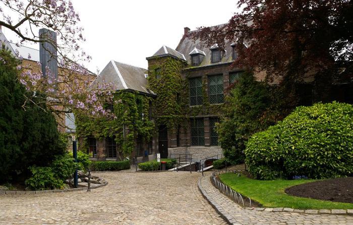 Сад біля мерії, Монс. Бельгія
