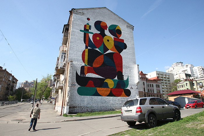 Автор графіті - француз Гійом Альбі. Малюнок натхненний пам'ятником засновникам Києва та монументом Батьківщина-мати