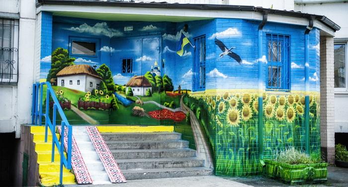 Патріотичний під'їзд на Троєщині (Київ)
