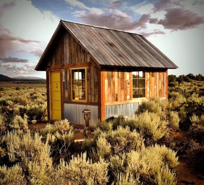 Маленька хатинка посеред пустелі в Колорадо