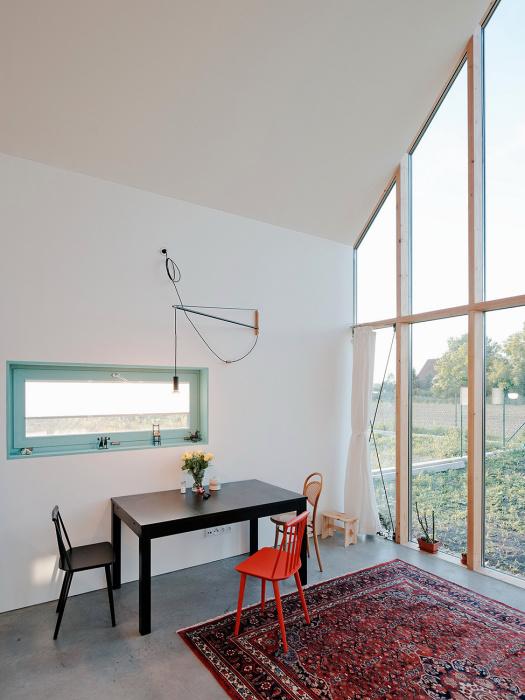Мінімалістський дизайн у невеликому будиночку в Братиславі