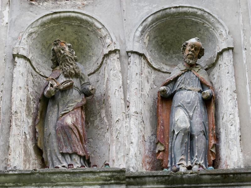 Скульптури на фасаді фото: smgn.com.ua