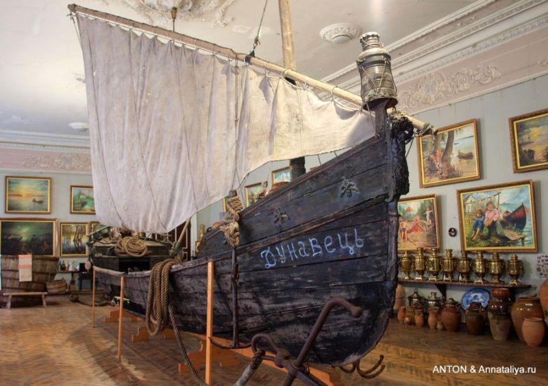 Човен, у музеї, на якому козаки припливли у Вилкове фото: Annataliya