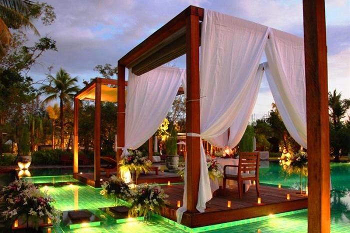 Готель Sarojin Resort з оригінальними басейнами
