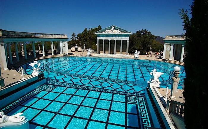 Басейн Neptune Pool, розташований у замку Hearst Castle