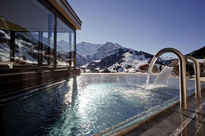 Infinity Pool, розташований на території готелю Cambrian