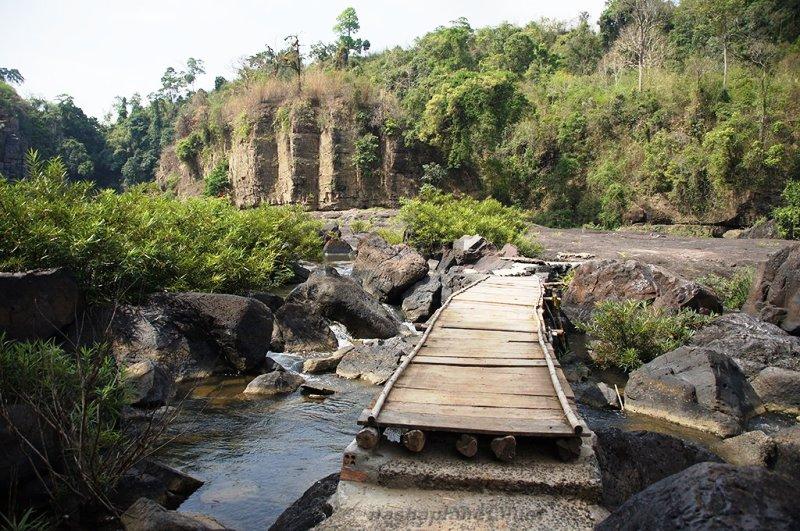 Дорога до водоспаду фото: nashaplaneta.net