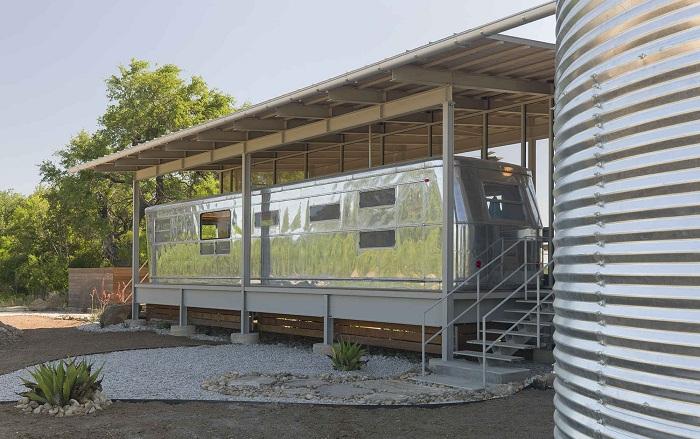 Locomotive Ranch Trailer Home - житло з алюмінієвого трейлера