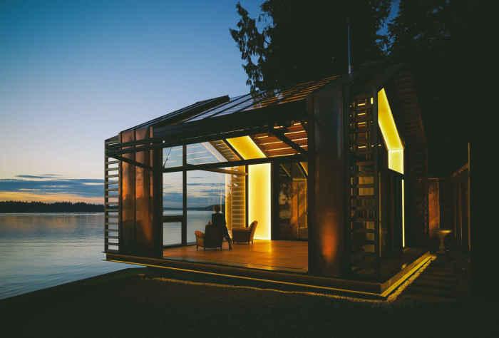 The Garage - будиночок-альтанка на березі озера