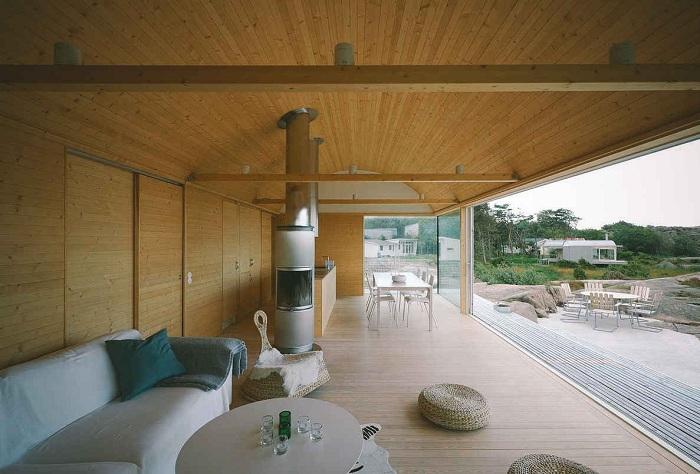 Літній будиночок. Вітальня з видом на море
