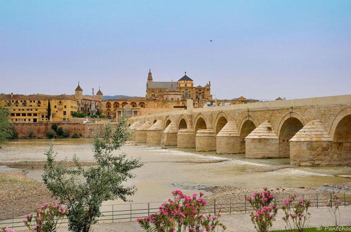 Довгий міст Волантіса: Римський міст в Кордові, Іспанія. Автор фото: Франсуа де Нодрест.