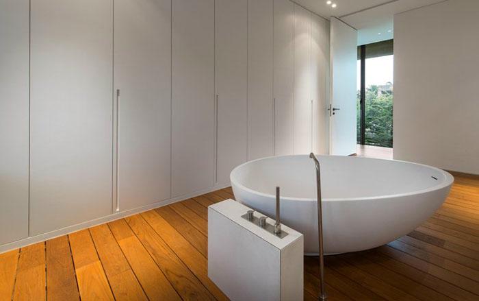 Окрема овальна ванна