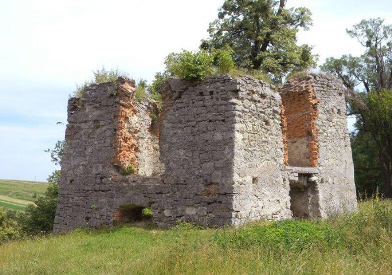 Залишки старої оборонної вежі фото: Софія Легін