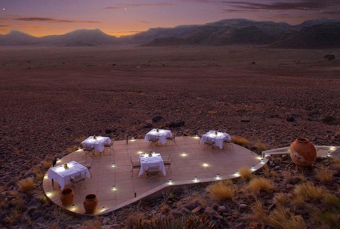 Sossusvlei Desert Lodge - рятівний оазис посеред пустелі.
