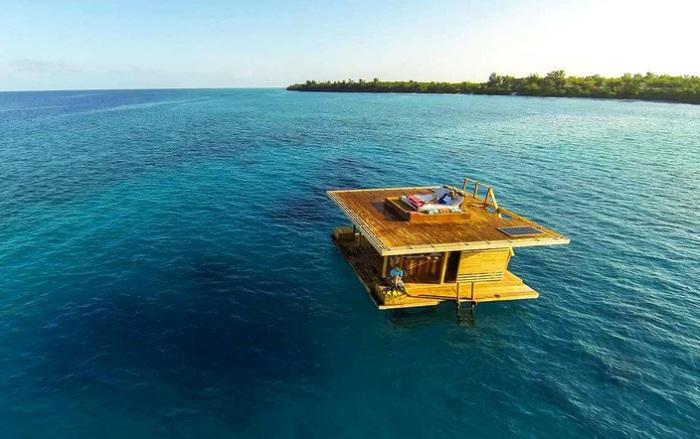 Manta Resort - плавучий готель біля берегів Танзанії.