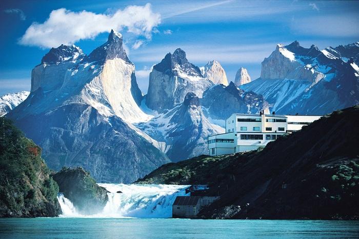 Готель, розташований в горах Кордильєрах (Чилі).