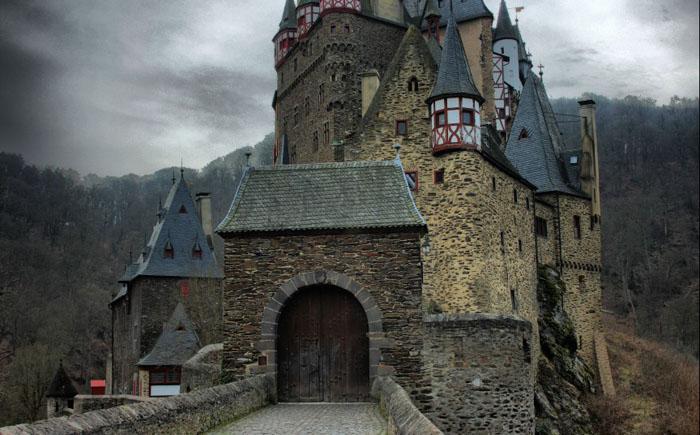 Haunted-Castles-7