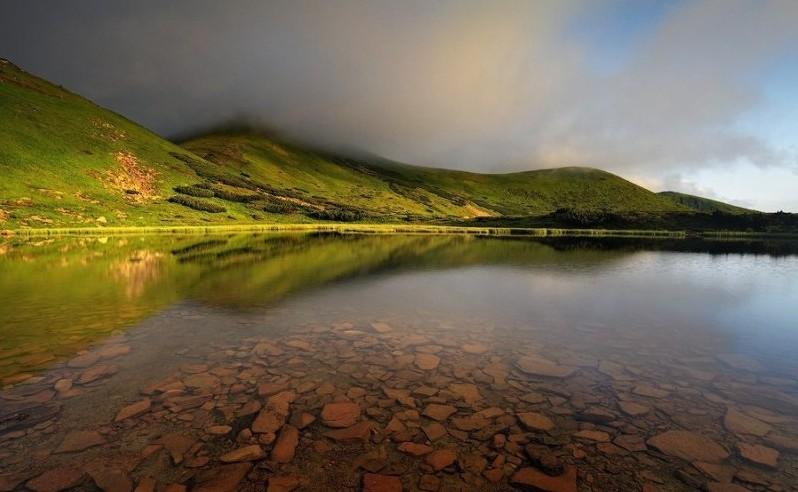 Містичне озеро Несамовите – там, де народжується град та спочивають грішні душі (фото)