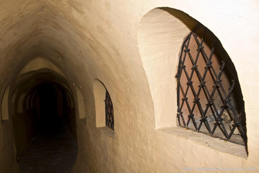 Галерея з погребальними нішами фото: zametkiev