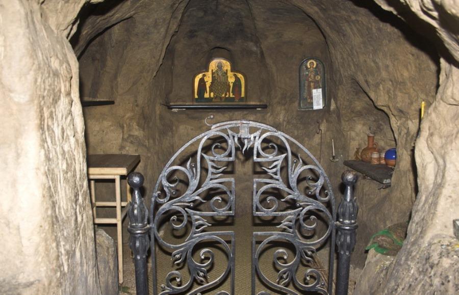 Підземна церква Чуда Архангела Михаїла фото: zametkiev