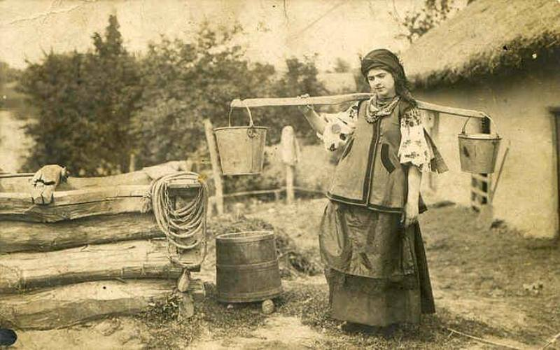 Українська жінка. Фото невідомого автора, 1890-ті