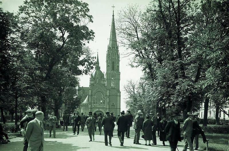 Тернопіль. Парафіяльний костел Пресвятої Діви Марії Неустанної Помочі, зруйнований радянською владою у 1954 р.