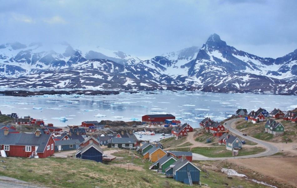 5023755-R3L8T8D-950-Tasiilaq_-_Greenland_summer_2009-934x