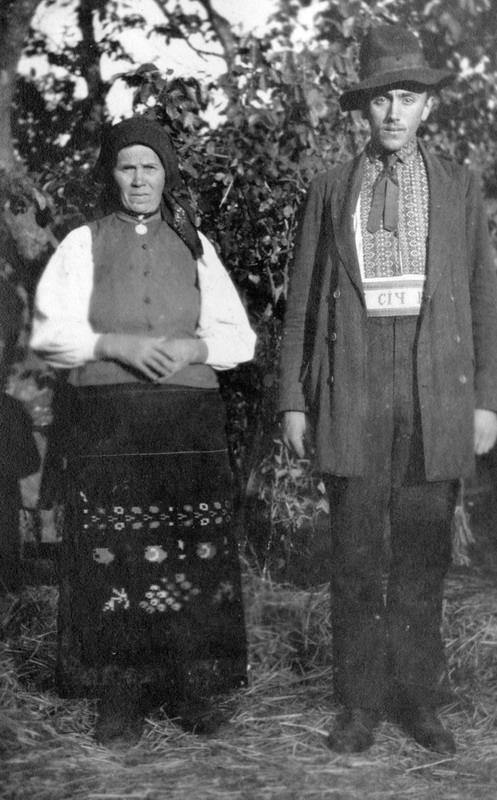 Галицька сім'я, 1917. Фотографія зроблена солдатом із Бельгійського бронедивізіону, який в 1915-1918 рр. воював на території України.
