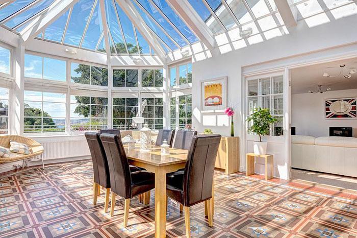 Максимум сонця через скляний дах
