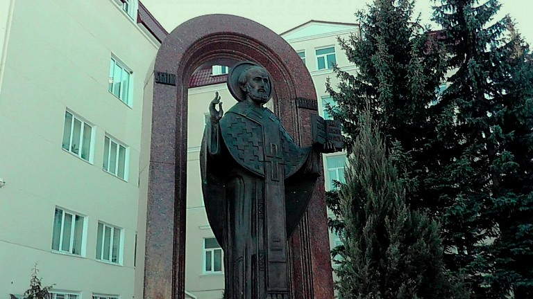 Пам'ятник Миколаю фото: сайт p-p.com.ua