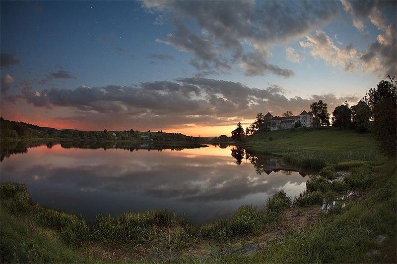 Замок у с. Свірж фото: Олександр Бистріков
