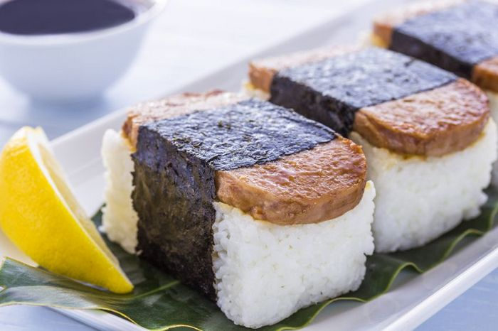 17481558 - common hawaiian food of spam, rice and nori (seaweed)