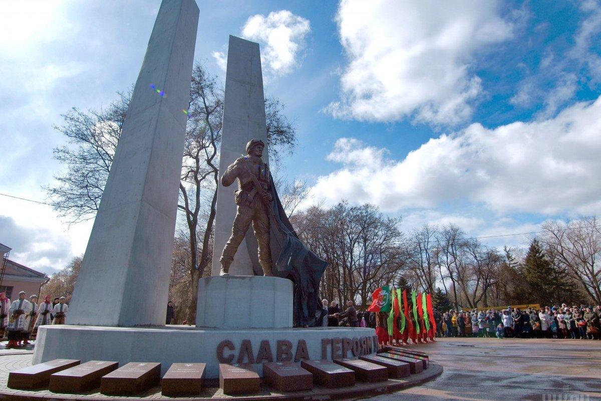 Перший пам'ятник загиблим воїнам АТО.