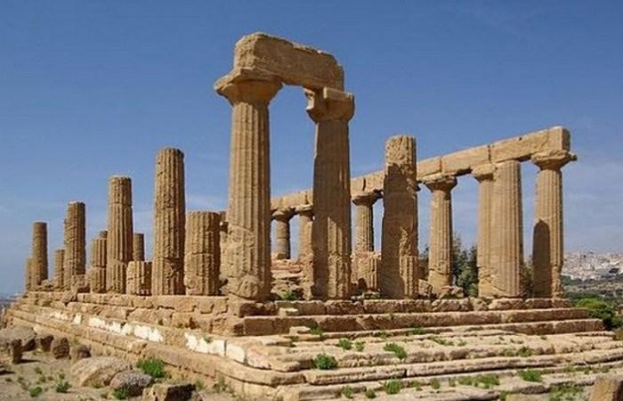 Храм Юнони спрямований на сузір'я Дельфіна.