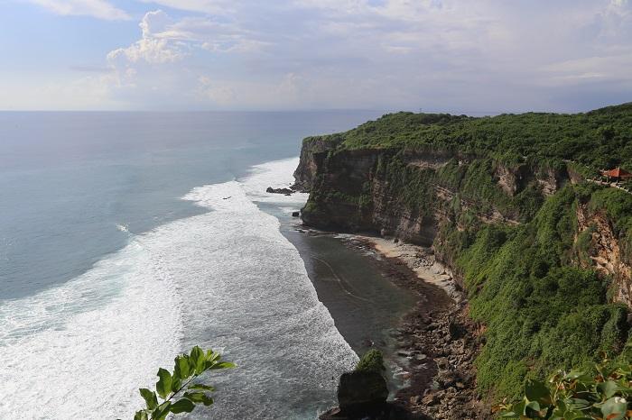 Тіртха Улувату є однією з найзнаменитіших пам'яток міста Балі