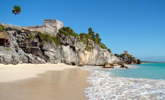 Доколумбове місто цивілізації майя, руїни якого розташовані на 12-метрових кручах.