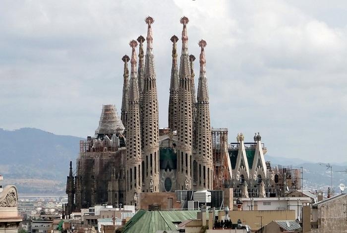 Один з найбільш вражаючих за красою храмів Барселони
