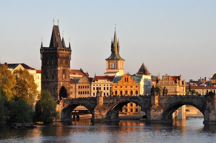 Перший міст, побудований в Празі, унікальне архітектурне спорудження.