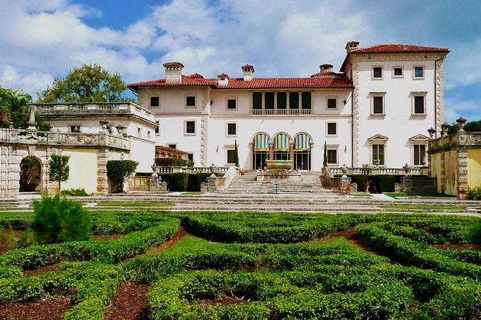 Музей і красивий сад, вілла багатющого іспанського конкістадора в Маямі