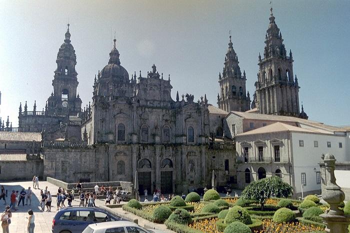 Популярний паломницький центр Іспанії, тут можна знайти всі види сувенірів для піших паломників і мандрівників
