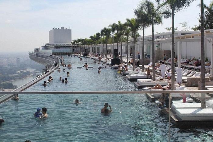 Оглядовий майданчик з видом на хмарочоси Сінгапуру