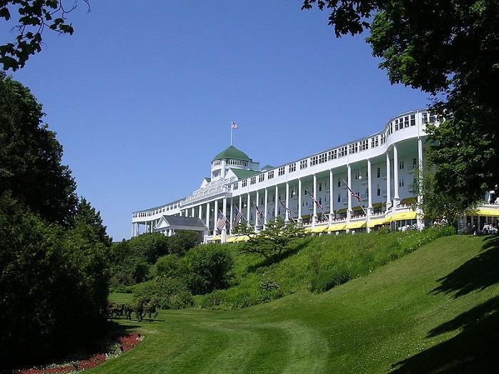 Історичний готель і прибережний курорт на Макінак-Айленді