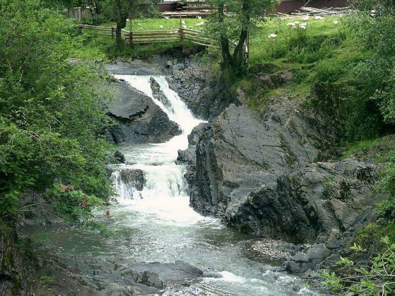 Каскадний водоспад Сучавський Гук, Шепіт