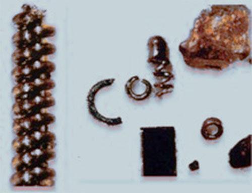 Стародавні пружини, шурупи і метал