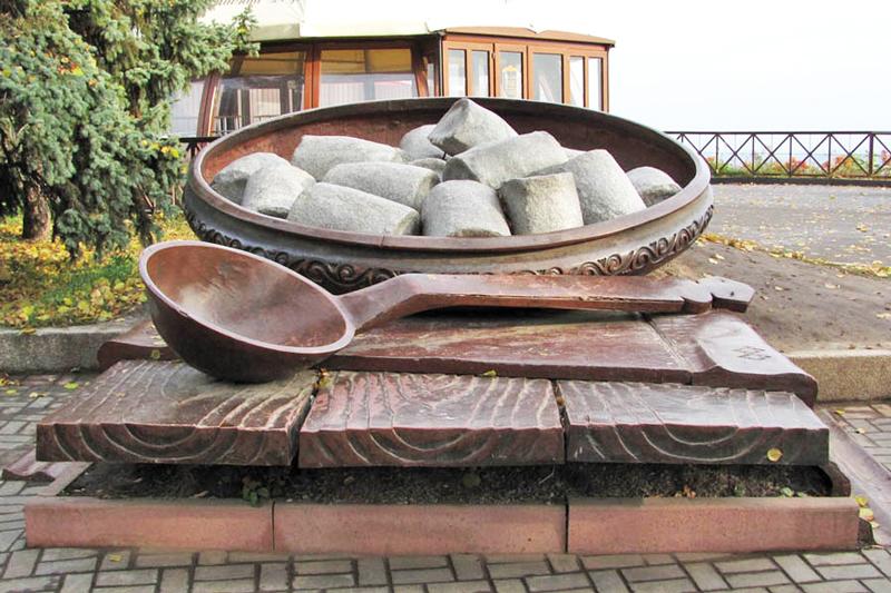 Пам'ятник галушці у Полтаві